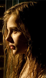Chloe Moretz, a scuola di vita e di cinema - In foto la quattordicenne Chloe Moretz in una scena del film Blood Story.