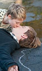 Bryce Dallas Howard, produttrice di Gus Van Sant - I protagonisti del film L'amore che resta si baciano sdraiati sull'asfalto.