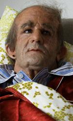 Film nelle sale: guerrieri, comici e supereroi - In foto Francesco Mandelli nei panni di Ruggero De Ceglie in una scena del film I soliti idioti. La regia è di Enrico Lando.