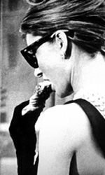 Audrey, la classe e il marketing - In foto Audrey Hepburn nei panni di Holly Golightly.
