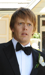 Film nelle sale: Amore e guerre - In foto Kris Marshall e Xavier Samuel, protagonisti di <em>Tre uomini e una pecora</em>.