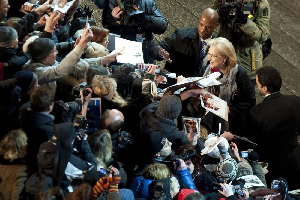 Berlinale 2012, Meryl Streep e l'obbligo di avere paura - Meryl Streep saluta il pubblico del Festival di Berlino.