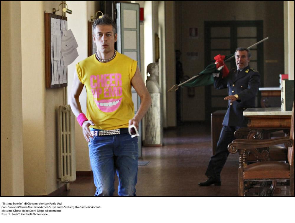 Ti stimo fratello: Giovanni Vernia in unimmagine del film - Ti ...