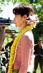 Film nelle sale: pornostar, scrittori e premi Nobel - In foto una scena del film di Luc Besson The Lady - L'amore per la libertà.
