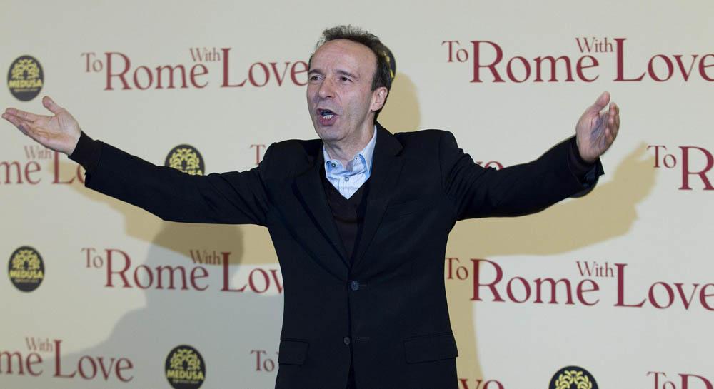 In foto Roberto Benigni (64 anni)