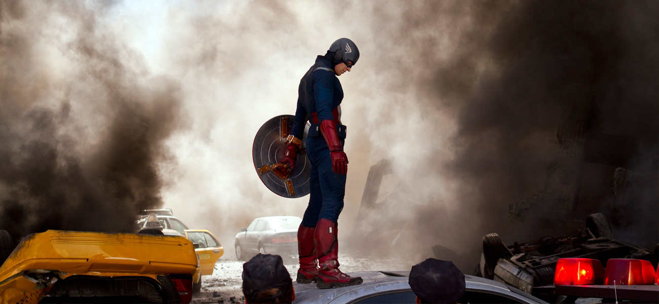 In foto Chris Evans (Captain America) in una scena del film <em>The Avengers</em> di Joss Whedon.