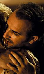 Gli infedeli, sette modi di raccontare l'infedeltà maschile - In foto Jean Dujardin e Alexandra Lamy in una scena del film Gli infedeli.