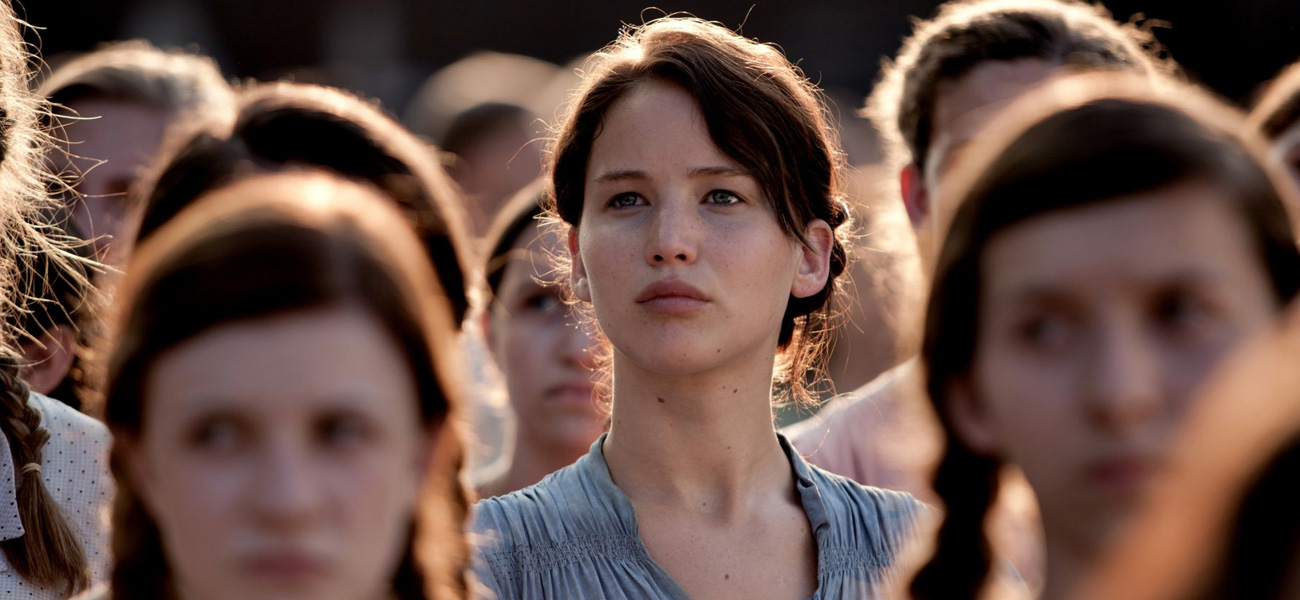 In foto l'attrice Jennifer Lawrence in una scena di <em>Hunger Games</em> di Gary Ross.