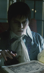 Dark Shadows, un eccentrico vampiro - In foto Johnny Depp in una scena del film Dark Shadows di Tim Burton.