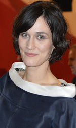 Cannes 65, Nicole Kidman pericolosamente scandalosa - Il red carpet di <em>Post Tenebras Lux</em> di Carlos Reygadas.
