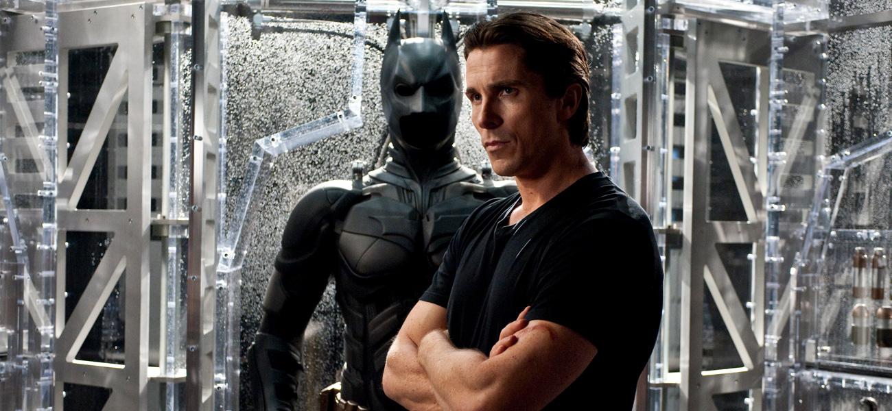 In foto Christian Bale in una scena del film <em>Il cavaliere oscuro - Il ritorno</em> (Warner).