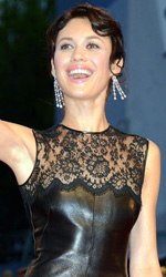 Venezia 69, qualche fischio a Malick e applausi per Vicari - Olga Kurylenko sul red carpet di To the Wonder.