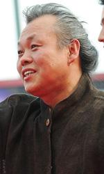 Venezia 69, il film shock di Kim Ki-Duk conquista tutti - Kim Ki-duk scherza sul red carpet.