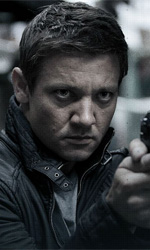 Film nelle sale: Italia - USA 2 a 1 - In foto Jeremy Renner in una scena del film The Bourne Legacy di Tony Gilroy.