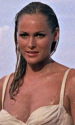 È sempre stato tempo di Bond: adesso le 'girls' - In foto Ursula Andress in una scena del film Agente 007, licenza di uccidere .