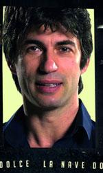 La nave dolce, un carico di zucchero e speranza - C'è anche il ballerino Kledi Kadiu tra gli intervistati da Daniele Vicari.