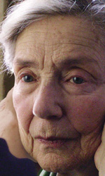 Amour trionfa agli European Film Awards - In foto l'attrice Emmanuelle Riva in una scena del film di Michael Haneke <em>Amour</em>.