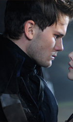 Grandi speranze, le foto - In foto Jeremy Irvine e Holliday Grainger in una scena del film Grandi speranze di Mike Newell.