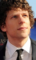 Venezia 70, il ritorno di Hayao Miyazaki - Jesse Eisenberg sul red carpet di <em>Night Moves</em>.