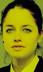 Il capitale umano, i character poster - Serena Ossola, studentessa 18 anni.Indipendente, coraggiosa, sembra aver dovuto rinunciare ad un suo destino autentico per far contenti gli altri: suo padre, il fidanzato Massimiliano. Ma ad un certo punto incontra un ragazzo fragile e sbandato, che le fa battere il cuore sul serio.