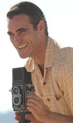 Film nelle sale: ex militari, gorilla e ministri di culto - In foto Joaquin Phoenix in una scena del film The Master di Paul Thomas Anderson.