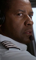 Il cinema in <em>movimento</em> - In foto l'attore Denzel Washington in una scena di Flight.