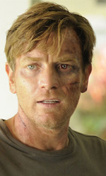 Buon esordio per The Impossible - In foto Ewan McGregor in una scena di The Impossible.