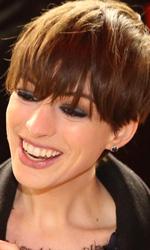 Berlinale 2013, il giorno delle donne - Anne Hathaway sul red carpet del film Les Mis�rables.