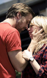Metti una sera romantica al cinema - In foto Ryan Gosling e Michelle Williams in una scena del film Blue Valentine.