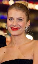 Berlinale 2013, rivive il mito di River Phoenix - Bille August e Melanie Laurent sul red carpet del film A night train to Lisbon.