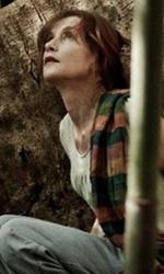 Captive su MYMOVIESLIVE! - In foto Isabelle Huppert in una scena del film <em>Captive</em>.