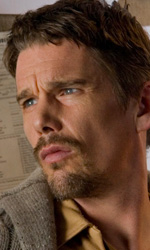 Home Horror Movies - In foto Ethan Hawke in una scena del film di Scott Derrickson Sinister.