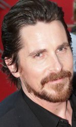 Berlinale 2014, il giorno di George Clooney - In foto Christian Bale sul red carpet di American Hustle - L'apparenza inganna di David O. Russell.