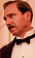 La politica degli autori: Wes Anderson - In foto Tony Revolori e Ralph Fiennes in una scena del film Grand Budapest Hotel di  Wes Anderson.