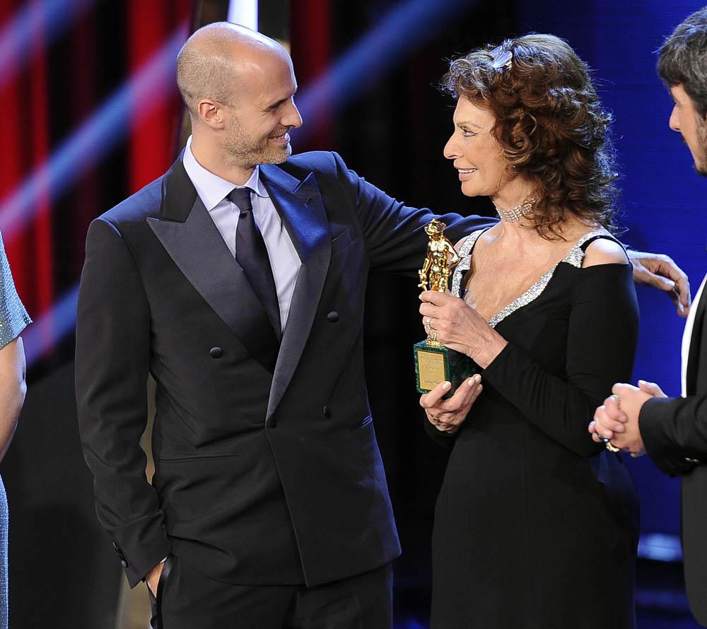 David di Donatello 2014, trionfano Virzì e Sorrentino - David alla carriera per Sophia Loren, qui con il figlio Edoardo Ponti.