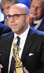 David di Donatello 2014, trionfano Virzì e Sorrentino - In foto il regista Paolo Virzì, trionfatore della serata, con il cast del suo Il capitale umano.