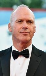 71. Mostra del Cinema, le foto del red carpet di Birdman - Michael Keaton � Riggan, il protagonista di Birdman, una star che ha raggiunto il successo planetario nel ruolo di Birdman, supereroe alato e mascherato. Ma la celebrit� non gli basta, Riggan vuole dimostrare di essere anche un bravo attore.