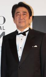 27th Tokyo Film Festival, al via tra applausi e sobriet� - Il Primo Ministro Shinzo Abe sul red carpet del 27� Festival di Tokyo.