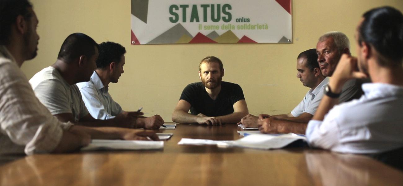 Status, la sigla della prima stagione