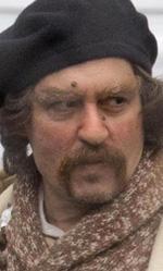 I dieci Johnny Depp che non somigliano a Johnny Depp - Guy Lapointe (<em>Tusk</em>)<br /> Compare verso met� film e ruba immediatamente la scena ai protagonisti a colpi di carisma. L'investigatore incapace di origini francesi somiglia molto a Jack Sparrow nella sua vaghezza, ma � cos� centrato da superare il film che lo contiene e meritarsi (tra poco) uno spin-off tutto dedicato a s�.