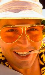 I dieci Johnny Depp che non somigliano a Johnny Depp - Jack Sparrow (La maledizione della prima luna) Forse l'invenzione di maggior successo, ispirata a Keith Richards, incredibilmente anacronistica in un film d'ambientazione settecentesca, ma calzante con il tono del film. È l'esempio migliore di cosa accada quando la mania per il trasformismo di Johnny Depp centra l'obiettivo: il film si modifica e incorpora un elemento spurio ed estraneo, dando vita ad un'armonia solo di poco piacevolmente dissonante.