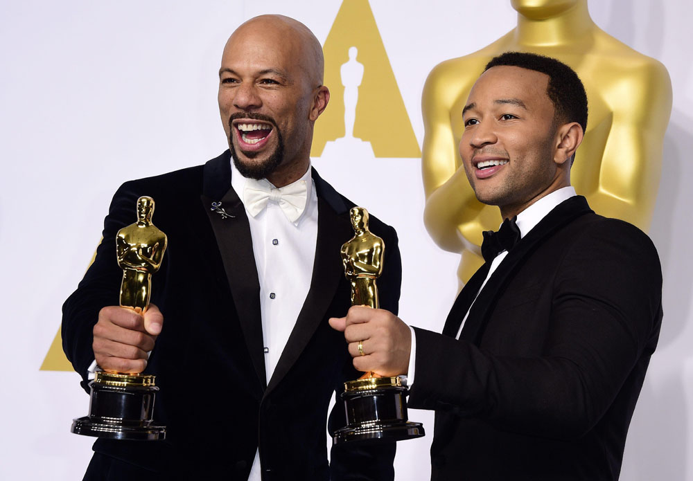 Common e John Legend, i due vincitori per la Miglior Canzone (Glory) in <em>Selma</em>.