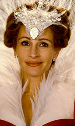 Into the Woods, quella strega di Meryl Streep - Julia Roberts ha scoperchiato il tabù dell'invidia della giovinezza, che non può non rosicchiare le belle di Hollywood che, superati i quarant'anni, infilano loro malgrado la strada del pensionamento anticipato. Lo ha fatto col sorriso, perché il suo è unico, il più largo del reame.