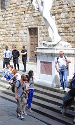 Inferno, le foto dal set a Venezia e Firenze - In foto il set cinematografico in piazza della Signoria a Firenze.