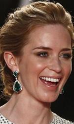 Festival di Cannes, la denuncia di Villeneuve - La bellissima Emily Blunt e Benicio Del Toro scherzano sul red carpet.
