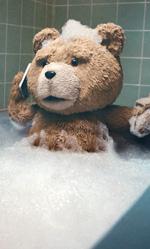 La politica degli autori: Seth MacFarlane - In foto una scena di Ted 2.