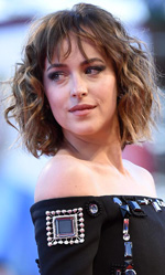 Venezia 72, Guadagnino divide la Mostra - L'attrice Dakota Johnson alla premiere di A Bigger Splash. Sabato l'abbiamo vista anche sul red carpet di Black Mass di Scott Cooper con Johnny Depp.