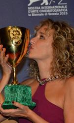 Venezia 72, il trionfo di Desde All� - In foto Valeria Golino con la Coppa Volpi per la Miglior Interpretazione Femminile.