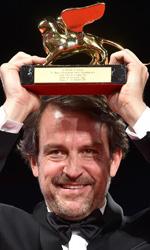 Venezia 72, il trionfo di Desde Allà - Il regista Lorenzo Vigas con il Leone d'Oro per Desde Allà.
