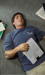Ottima performance per La grande scommessa - In foto Christian Bale in una scena di La grande scommessa.